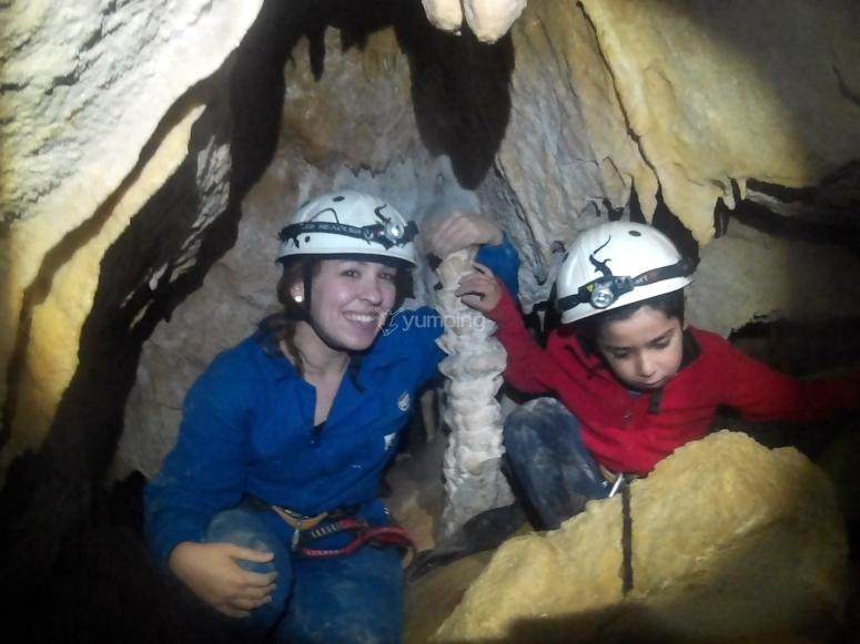 Familia en cueva de la Bota