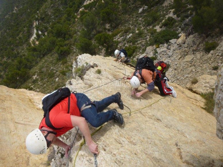 Ascendiendo con ayuda de cuerdas
