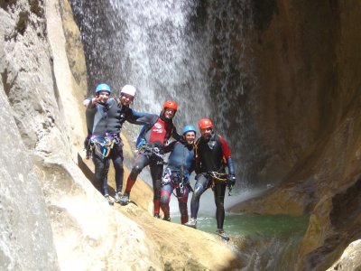 Sierra de Guara峡谷的下坡容易水平