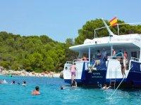 Tour in barca a sud di Minorca e paella 7 ore
