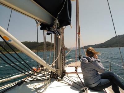 Puesta de sol en velero Marina Sada con cava