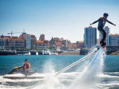Probar el flyboard en costa de Gijón 20 minutos