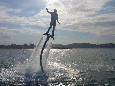 Hacer flyboard en bahía de Gijón y grabación vídeo