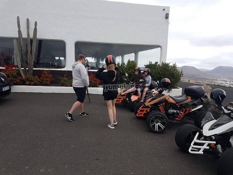 quad doble y chica con casco
