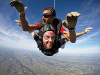Volando con el paracaídas