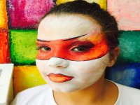 Chica con la cara pintada