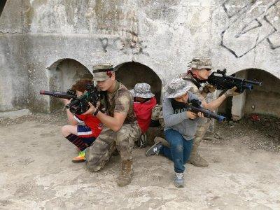 Batalla con pistolas láser en Totana 2 horas