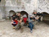 Batalla de laser con ninos y adultos