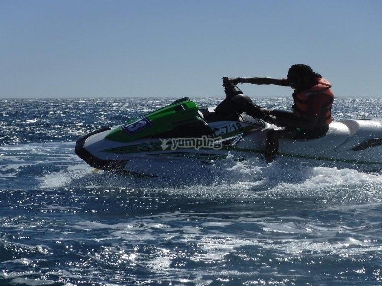 水上摩托车到Jandi灯塔