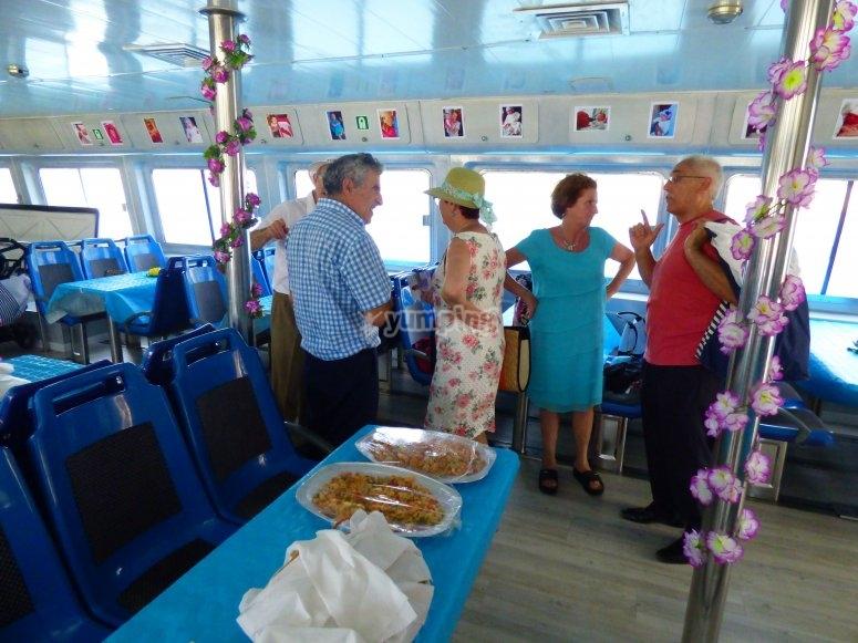 Salón interior del catamarán