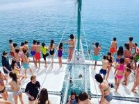 Disfrutando en el catamaran