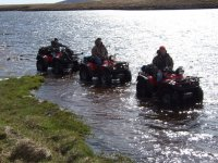 Cruzando el agua en quad