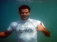 Sonriendo bajo el agua