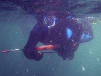 pescando bajo el agua