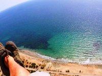 Volar en parapente en El Altet viendo la playa