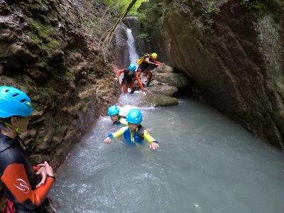 Children's canyoning in Aigueta de Barbaruens