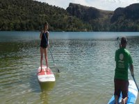 Junto al monitor de paddle surf