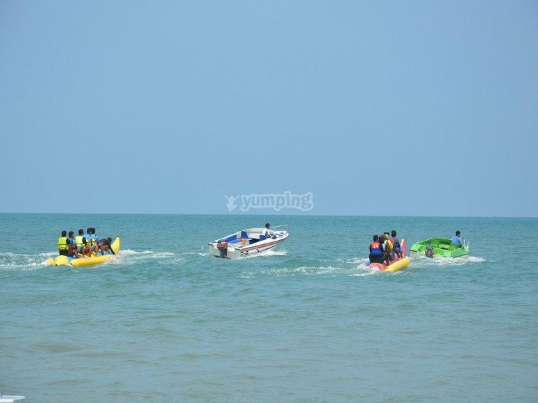 2 banana boat in mare aperto