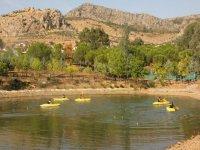 Kayaks en el embalse en Badajoz