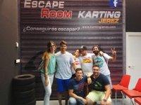 Experiencia en sala de escape después de carrera de karts