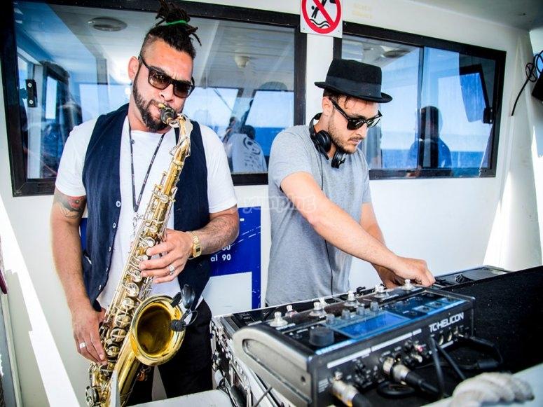 DJ和萨克斯管演奏者