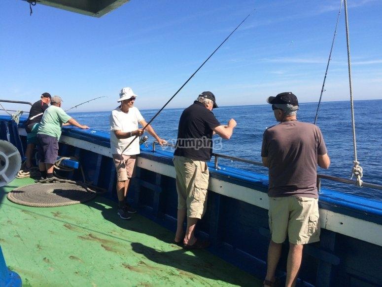 Pescando con cañas
