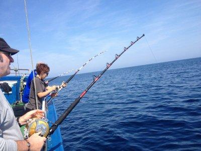 从巴伊亚德帕萨亚4h的小船出发钓鱼