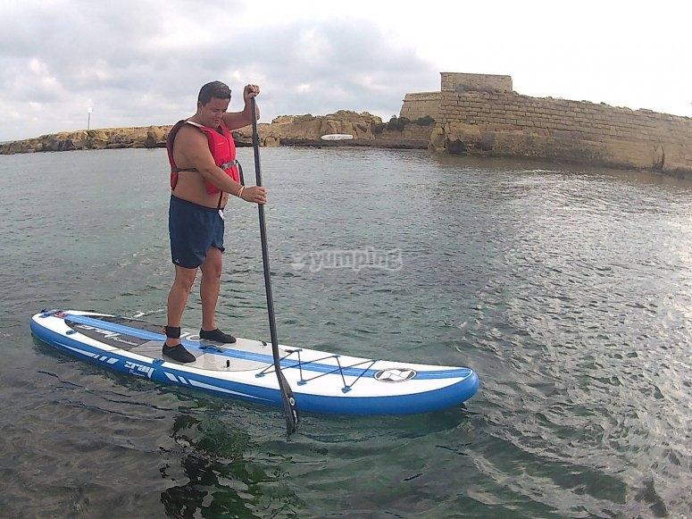 hombre padle surf