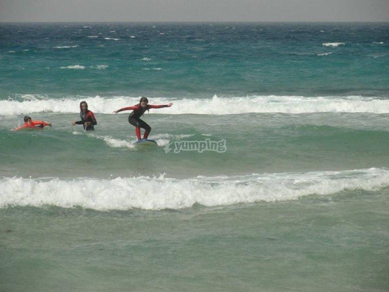 波浪和冲浪