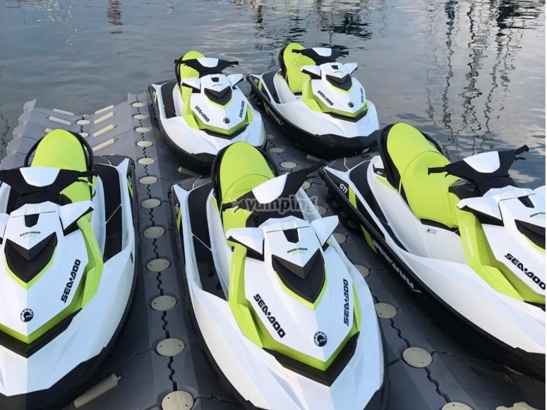 motos de agua en seco