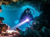 Buceo en gruta submarina
