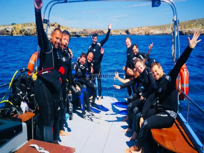 潜水小组完成课程