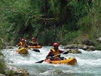Bajando en kayaks individuales