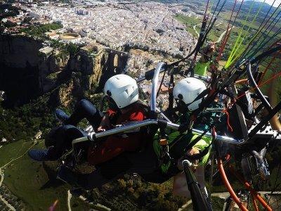 Paramotor提供Ronda航班的夫妇和照片