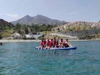 距离Benalmádena的Carvajal海滩有1小时的大桨