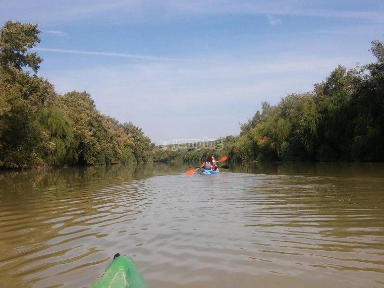 Descubre la navegacion en canoa