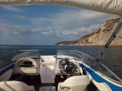 Paseo en lancha rápida por la costa de Mataró 1h
