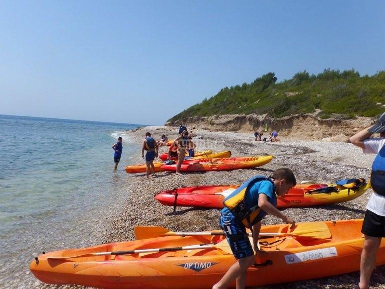 Preparándonos para salir en kayak