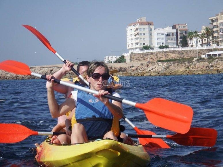 Familia en kayak en Hospitalet del Infant