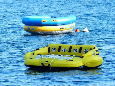 Sofá hinchable acuático en Mataró 15 min