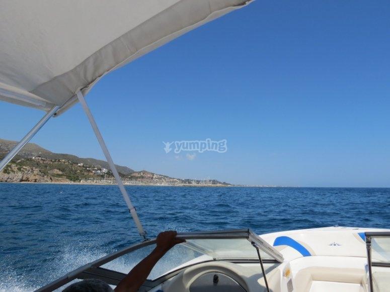 la barca tira il flusso d'aria