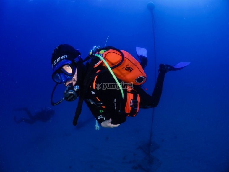 潜水自主权