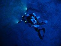 buceador equipado para buceo profundo