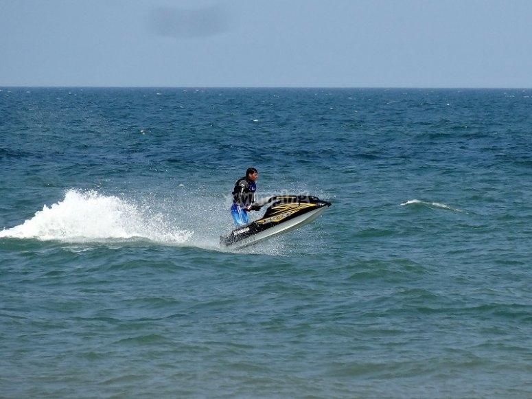 Velocidad punta de la moto acuatica