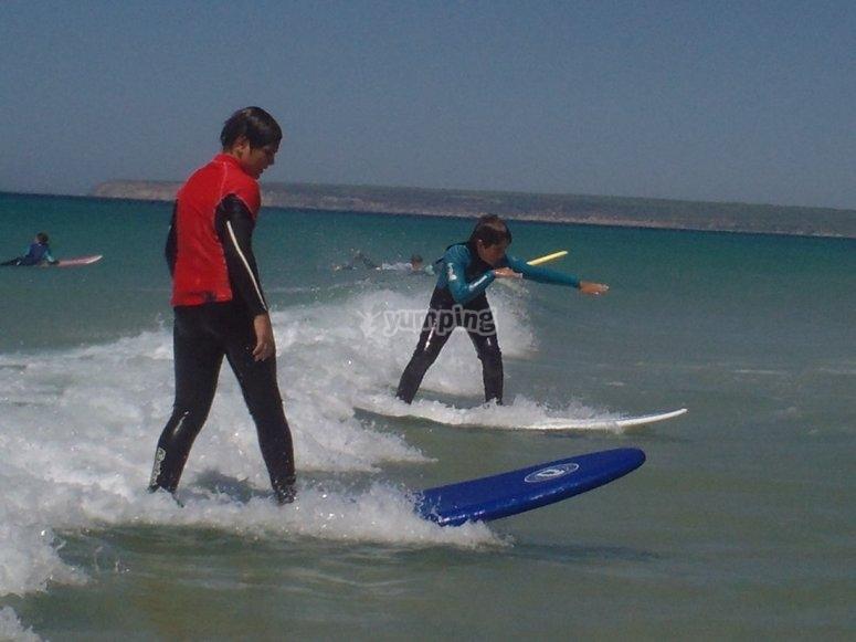 学习在加的斯冲浪