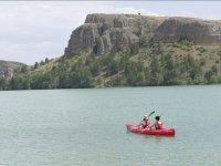 En piragua en el Lago la Serranilla