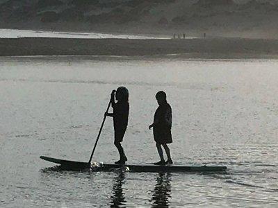 Clase paddle surf iniciación grupo Tarifa 1h30min