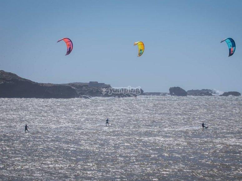 Curso kitesurf en grupo Playa Los Lances