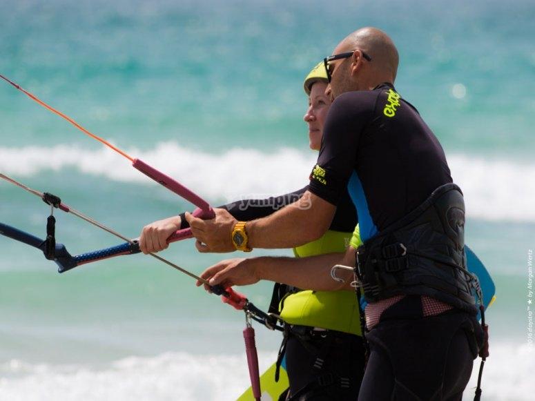 Aprendiendo las tecnicas del kitesurf