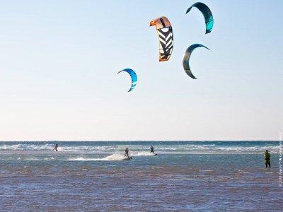 Curso kitesurf en grupo Playa de los Lances 2h